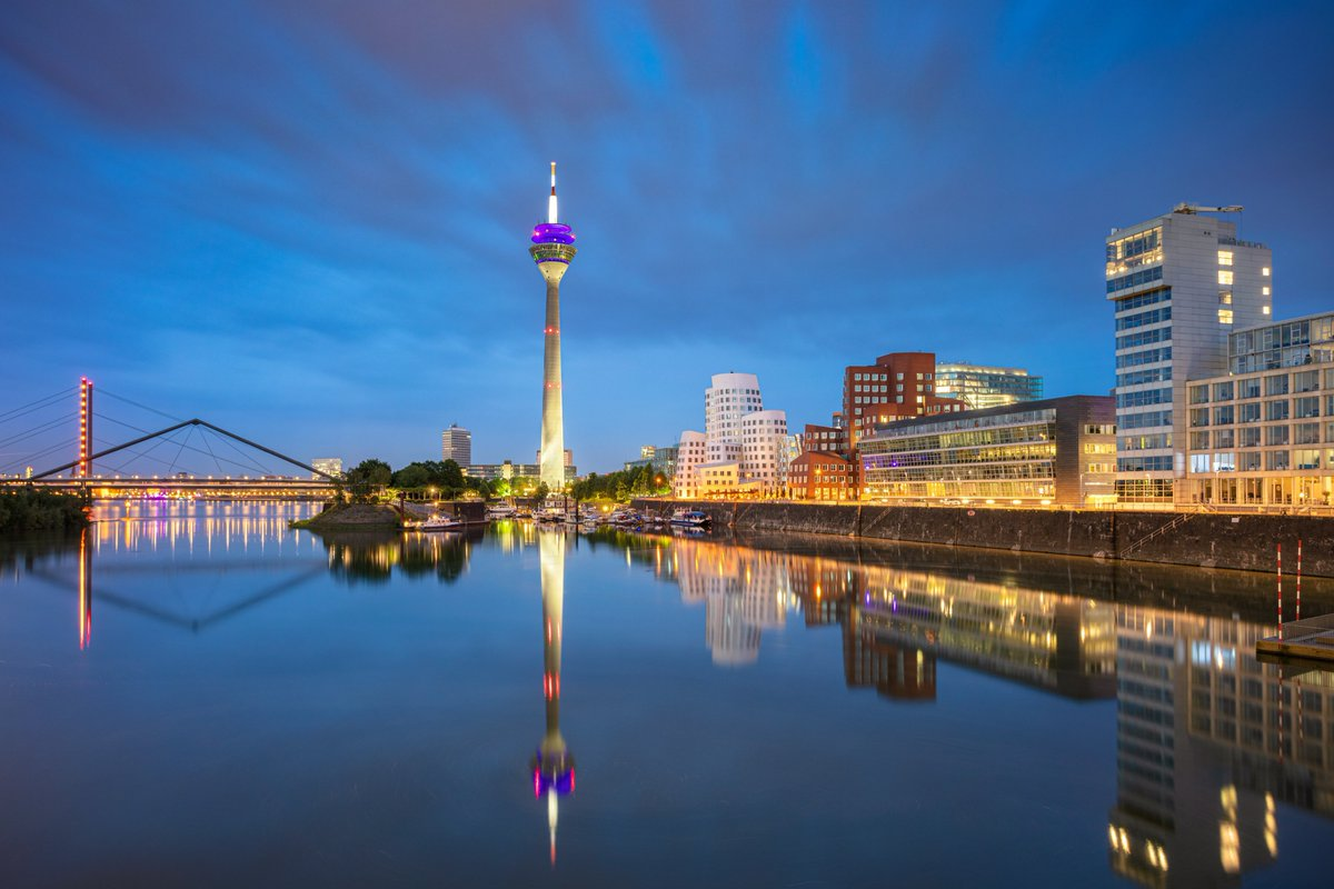 🇩🇪🛫 Discover Düsseldorf  Flights resume today to Germany's fashion capital from London's most central airport.  Whether its for fashion or finance, take advantage of quarantine-free travel to visit the city that discovered Claudia Schiffer!  Book now ▶️ https://t.co/yiDpj4rLcF https://t.co/C4Azq5lrSE