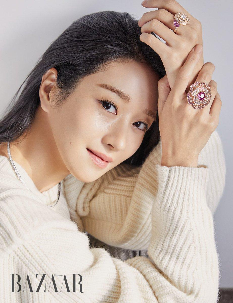 Seo Ye-Ji wore CHANEL Camélia Rings in HARPERS BAZAAR KOREA October 2020 Issue. #seoyeji #서예지 #샤넬 #CHANEL #seoyejistyle #seoyejifashion #seoyeji_chanel #kdrama_fashion_seoyeji #하퍼스바자코리아 #HARPERSBAZAARKOREA https://t.co/Z1qDhplwQM