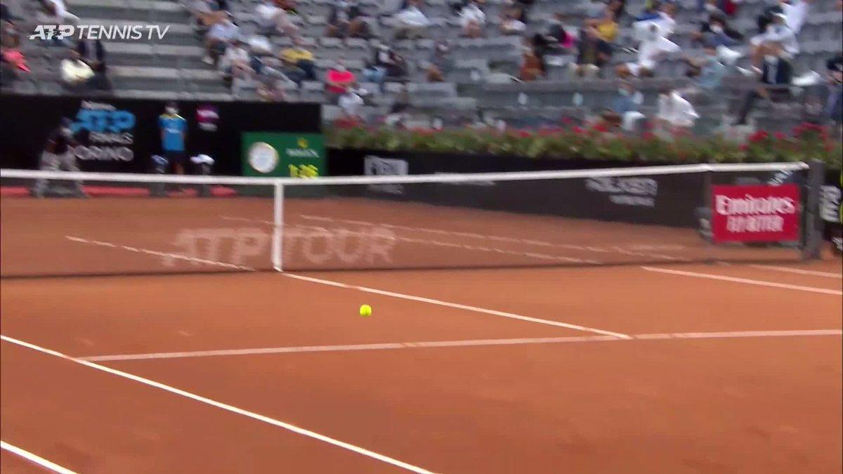 All feel 🔥  A pick-up so good from @dieschwartzman that even the World No. 1 has to applaud!   #IBI20 @TennisTV   https://t.co/oeZExR9WCi