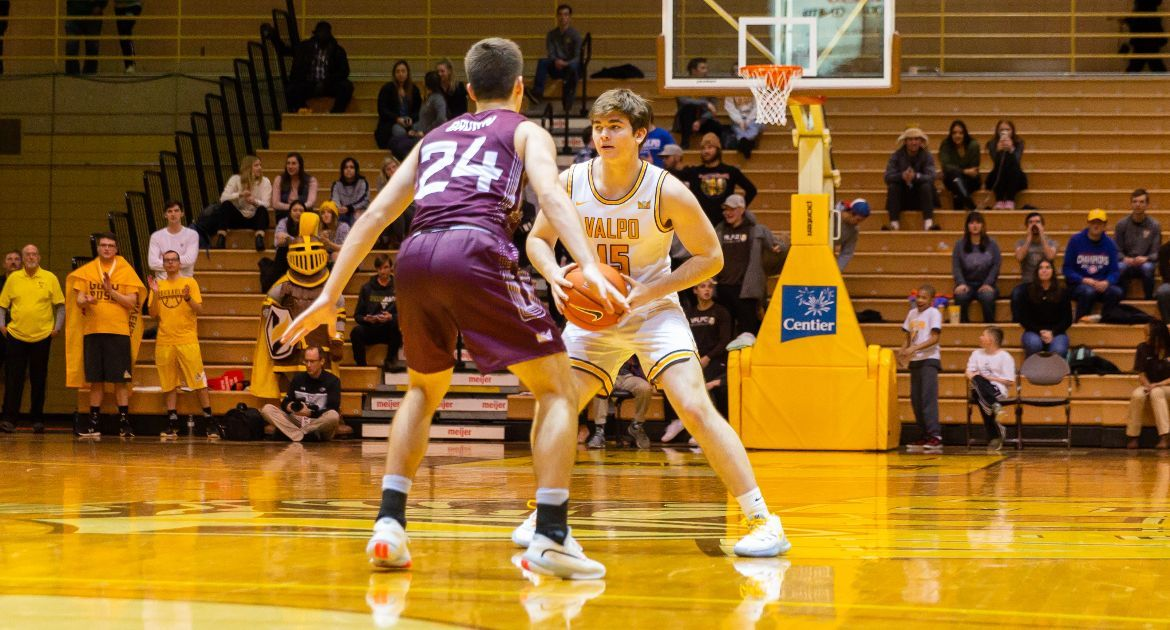 A computer engineering major & @ValpoBasketball walk-on, @ljmorrill11 has forged strong bonds w/ his Valpo teammates. And perhaps none stronger than his friendship w/ fellow sophomore @DonovanClay11.   📝➡️ https://t.co/w1mpH52L5a   #GoValpo | #MVCHoops https://t.co/1IKAPpimIK
