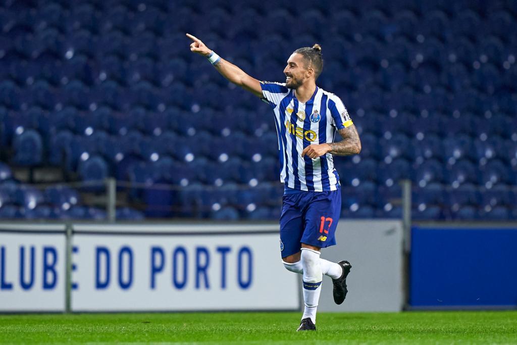 🔵⚪️ 𝗔𝗟𝗘𝗫 𝗧𝗘𝗟𝗟𝗘𝗦, o defesa mais goleador da história do Porto 👏👏👏  🥇2️⃣6️⃣  #UCL | @FCPorto https://t.co/b8hctMk4RC