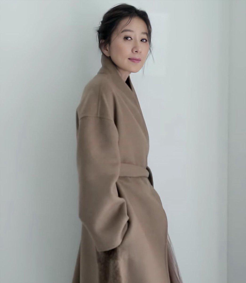 เจอเซตนี้เข้าไปนอกใจคุณเค้าไม่ได้จริงๆ   ให้คะแนนความสวยแพงดาวล้านดวงของเมน 10 ล้านดวง 🌟🌟🌟 . #김희애  #KimHeeAe #VogueKorea  #ฉันเรียกฮีเอว่าความสุข https://t.co/UnROQIqjyj
