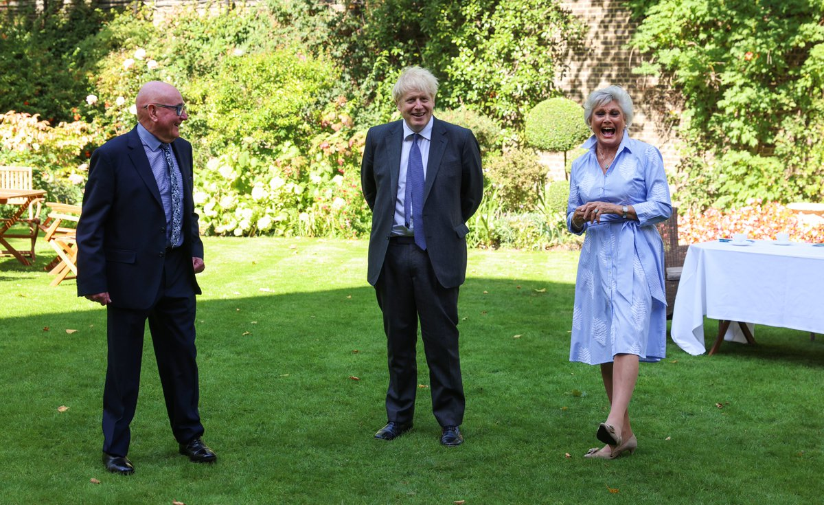Last week PM @BorisJohnson spoke with Angela Rippon about the importance of supporting people with dementia during the pandemic, and reaffirmed his commitment to the Prime Minister's Champion Group for Dementia Friendly Communities. #WorldAlzheimersDay
