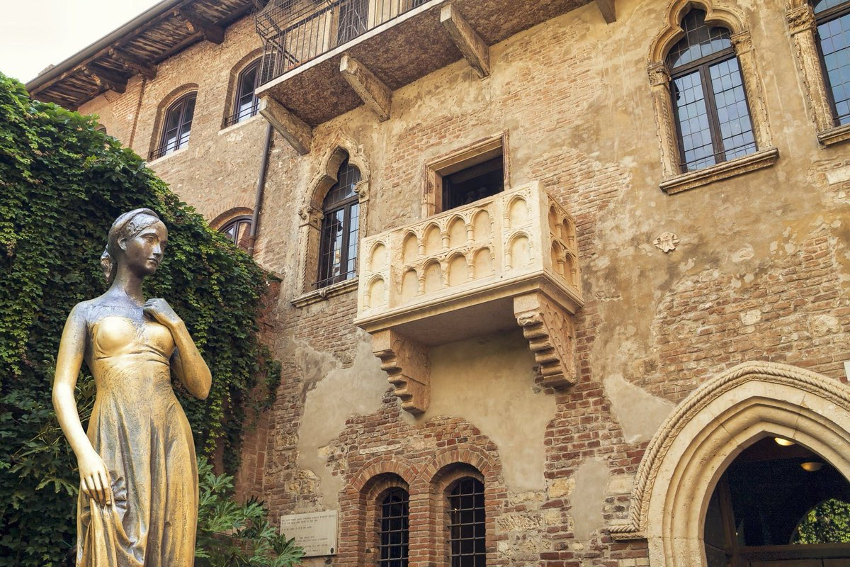 Verona, most recognizable from Shakespeare's Romeo and Juliet, is a treasure trove of celebrated highlights and hidden gems. On this private guided tour, see it all as you traverse a city steeped in history, romance, and legend.  https://t.co/XjH2flT3Gl #takewalks #Italy https://t.co/o62XLCgJQg