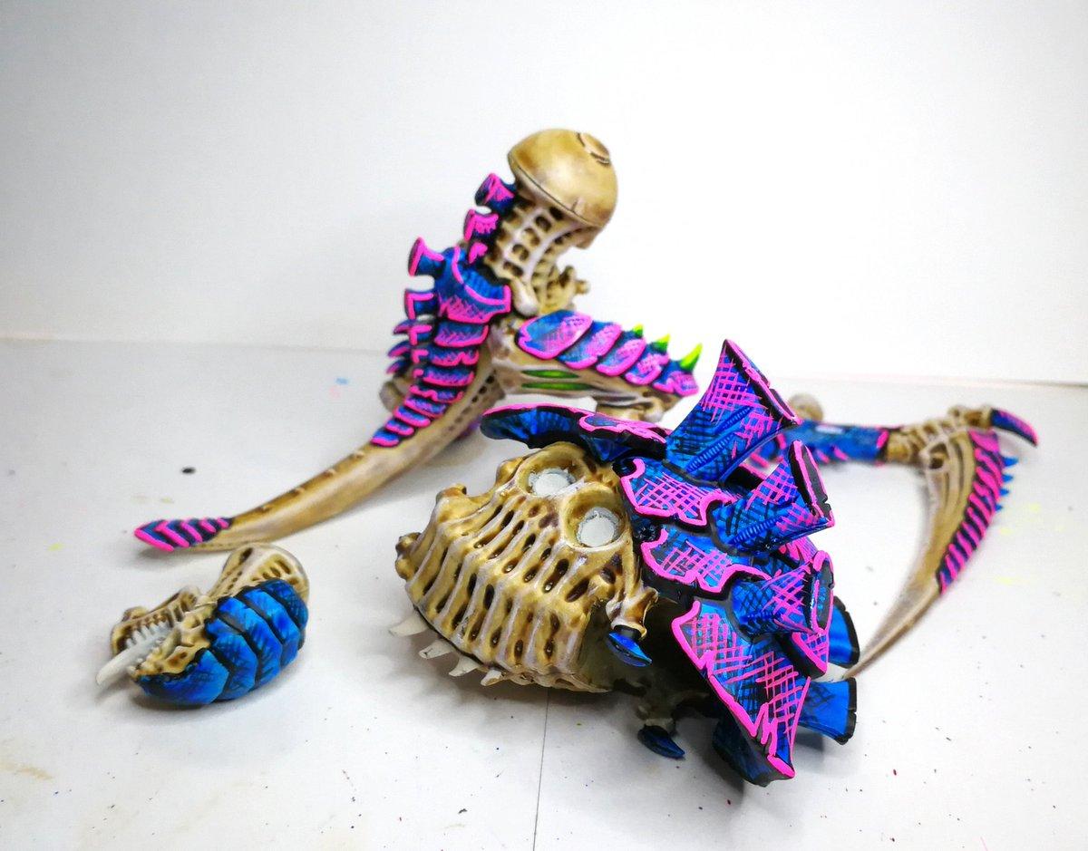 More carnifex work in progress.  #warhammer40000 #new40k #wargaming #gamesworkshop #warhammercommunity #tabletopwargaming #tyranids #warhammer #warhammer40k #paintingwarhammer #paintingminiatures #neoncolors #womeninwarhammer https://t.co/T3jRQRvsQ3