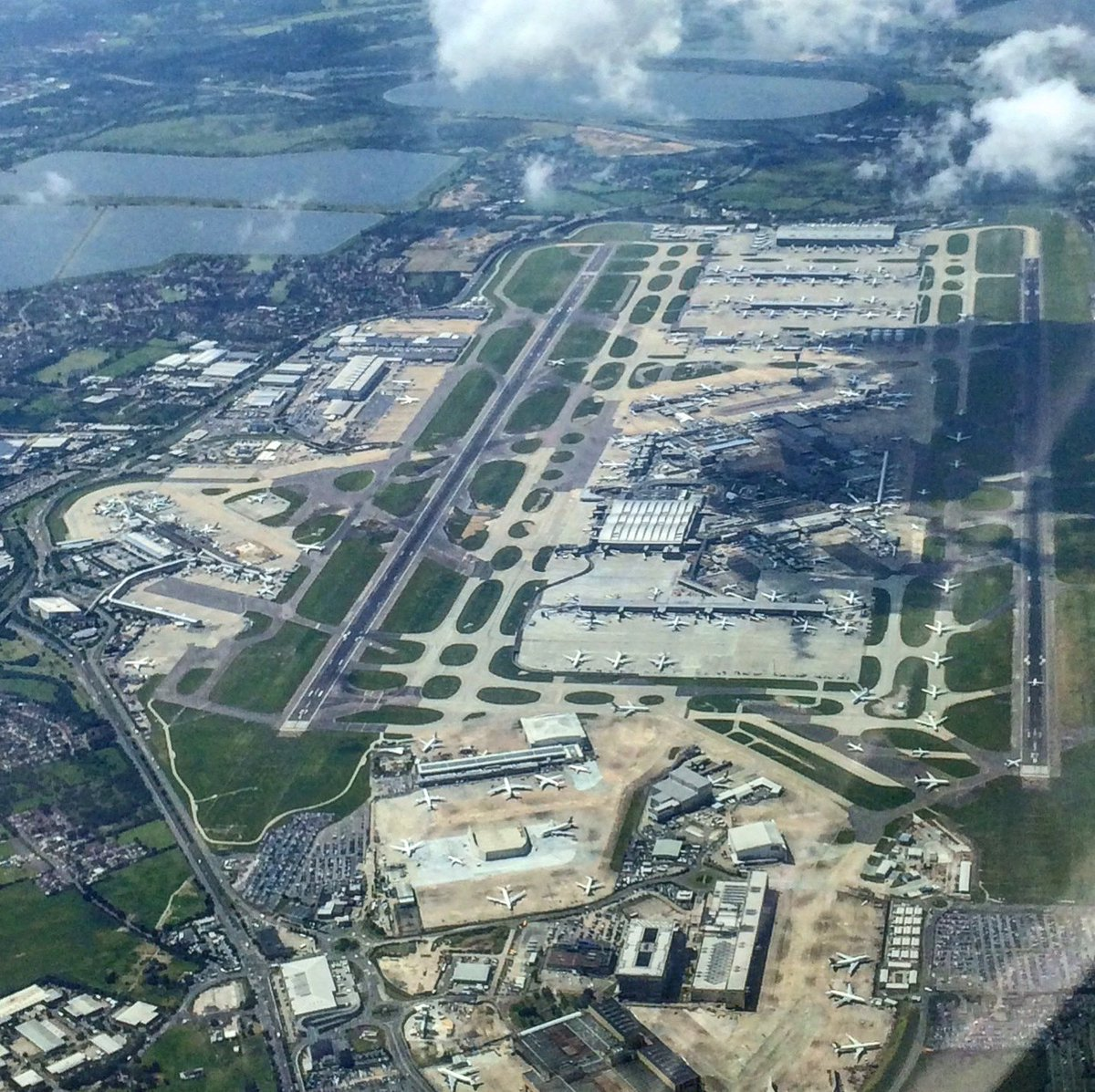 Good morning!   Up for some #TuesdayTrivia? Do you know when @HeathrowAirport officially opened for commercial air travel?🤔✈️  📷: @sickBocks https://t.co/Tv0ZBC7rkD