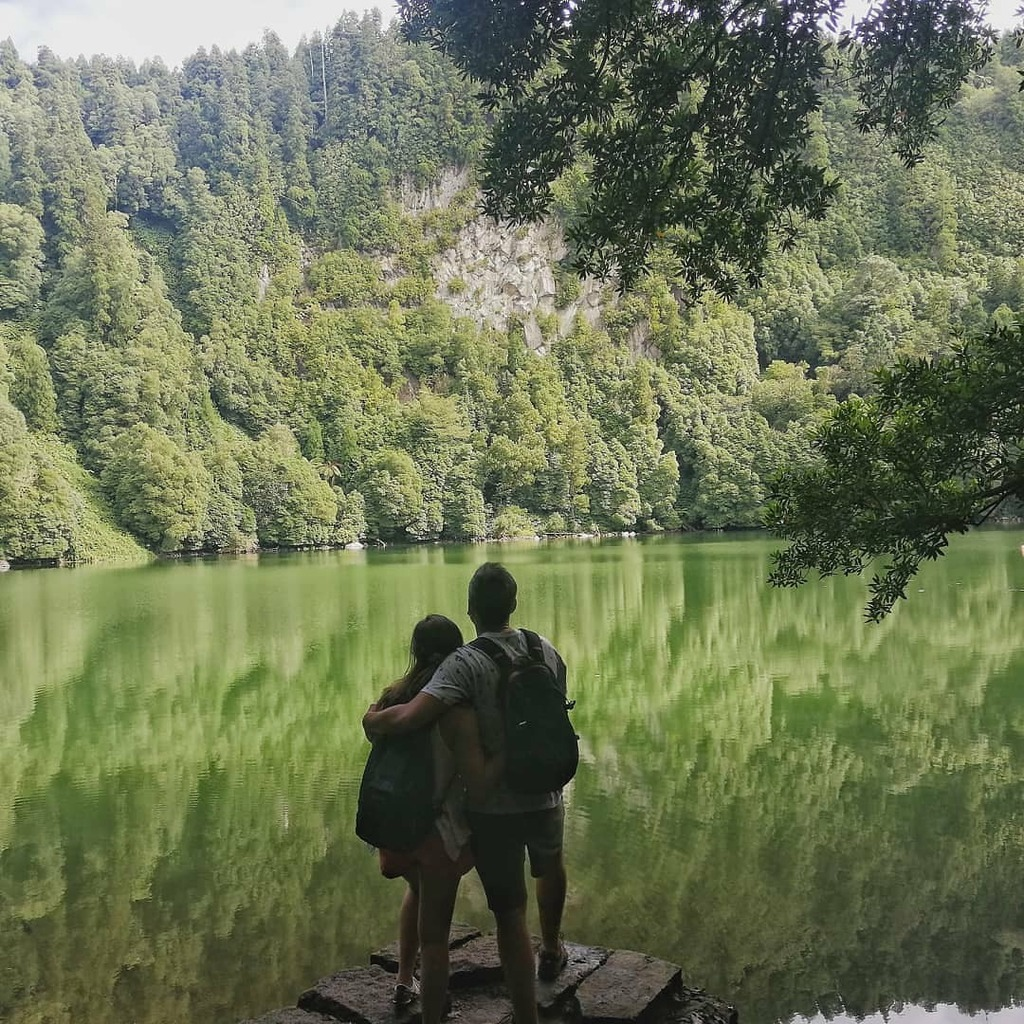 Photo By @tendinha.roadtrippers . #saomiguel #lagoon #wanderlust #travelblog #travelblogger #travelling #travelcouples #adventure #campers  #picoftheday #photography  #couplephoto  #vsco #vscocam #couple  #green #roadtrip #roadtrippers . #Repost #AzoresWhatElse #Azores #Açor… https://t.co/0aC8uZljCP