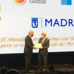 Image for the Tweet beginning: La @ClinicaCEMTRO recibe el Premio