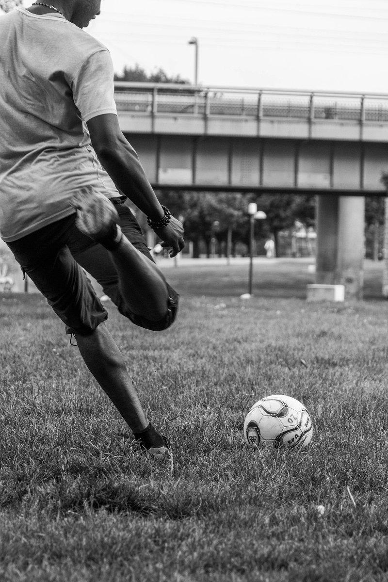 El deporte ⚽️🏏🏸 🥊⛳🏓juega un papel clave en el ámbito cultural, educativo, social y económico.   #UNODC trabaja con @FIFAcom y los Estados para salvaguardar el deporte, abordando el tema de los partidos amañados, entre otros. https://t.co/MxCw4gNnVd  #UnitedAgainstCorruption https://t.co/AkRc04spSY