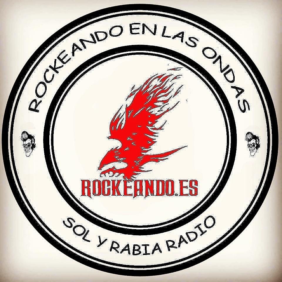"""No olvideis que en la media noche llega Domingo con su programa """"Rockeando en las Ondas"""" @rockeando7 puedes escucharlo en https://t.co/augJlg2POJ"""