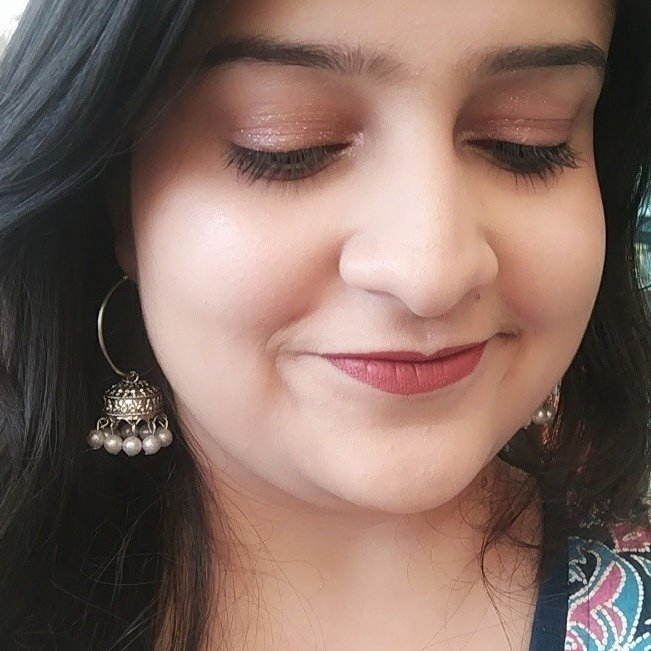 #WednesdayWisdom | Still crushing over this #Makeup look that I tried for a Kashmiri food event😍. The spotlight was definitely the Liquid Glitter Eyeshadow👁️✨  Brand: Swiss Beauty Cosmetics👍  #MakeupAddict #MakeUpLover #MakeupLooks #Blogger #Blog #Blogging #WednesdayMorning https://t.co/3EzkAQUglG
