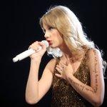 Image for the Tweet beginning: Taylor Swift regresa a sus