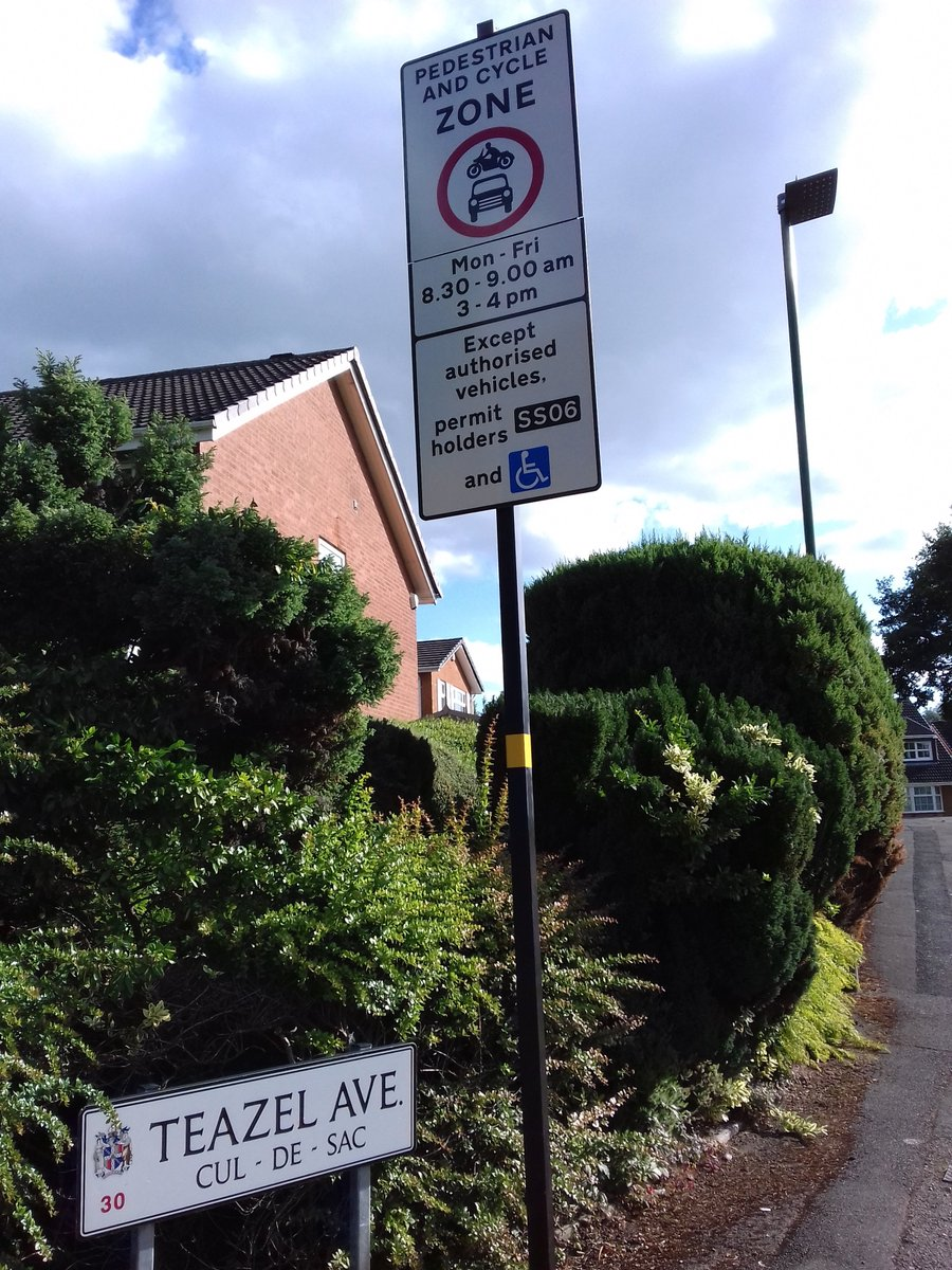 #Schoolstreet is in place on #TeazelAvenue #Bournville so that children, parents & carers can walk/cycle in safety to/from St Francis primary at start/end of school day.   St Francis was one of 6 pilots; more school streets now on the way across Brum.   #LowTrafficNeighbourhoods https://t.co/QmLDjq85wr