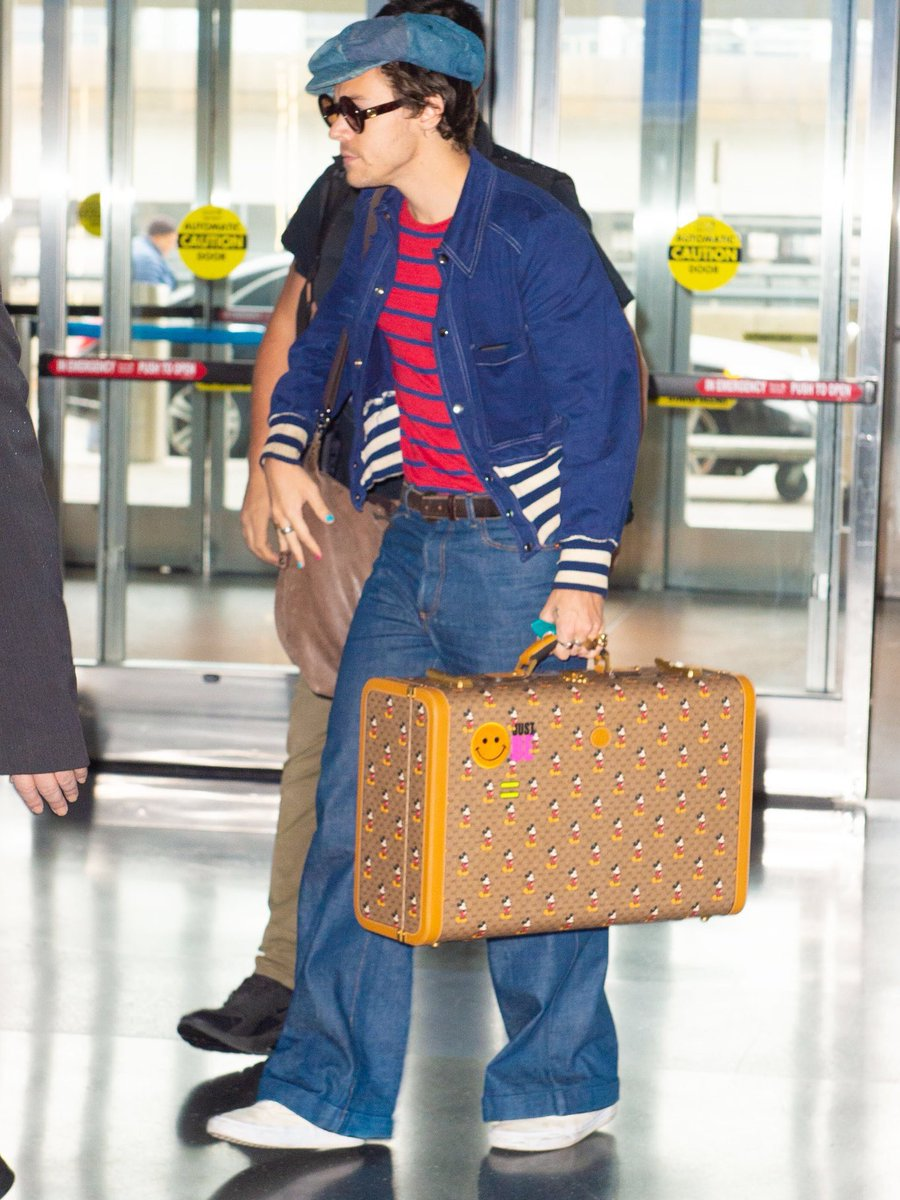 I just remembered he has stickers on his suitcase as well 🧳🥺  (the #CHIMEFORCHANGE stickers are from a global Gucci campaign to 'convene, unite and strengthen the voices speaking out for gender equality' 👩🏽👨🏼🦰⚖️)
