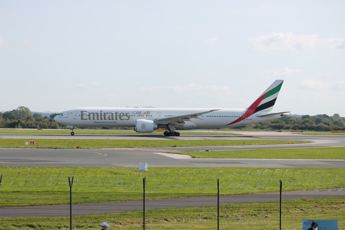 Saturdays departure of @emirates  @Boeing 777-31H(ER) (A6-ENE) departing @manairport on a lovely Saturday afternoon to @DXB .   #emirates #emiratesairlines #flyemiratesflybetter #flyemirates #manchesterairport #avgeek #planespotting https://t.co/QdF3zrLuMw