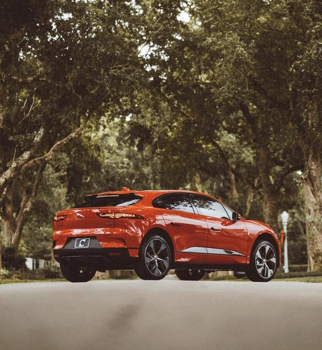 Easy on the eyes and the environment. The All-Electric Jaguar I-PACE. #IPACE #EV https://t.co/kz8OP17JMQ