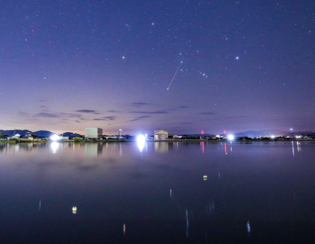 東の空から昇るオリオン座を撮影中に夜空から流れ星のプレゼント✨#オリオン座