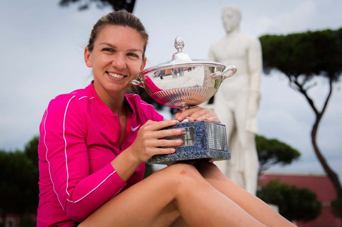 I always dreamed of holding this trophy ❤️   Thank you to the tournament @InteBNLdItalia for a fantastic week and also big thanks to my team.   I love you Roma! 🇮🇹  #IBI20 https://t.co/qt0wncol70