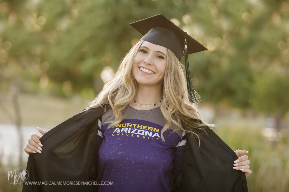 Know what you want in a #SeniorPicture photographer? 2020-21 sessions are filling up FAST! Read my blog to learn what to look for and what to expect. >  https://t.co/QFfugTGgmW  #MagicalMemoriesByMichelle #SeniorPics #GraduationPhotos #CapAndGown https://t.co/14Hz3Mz2fz