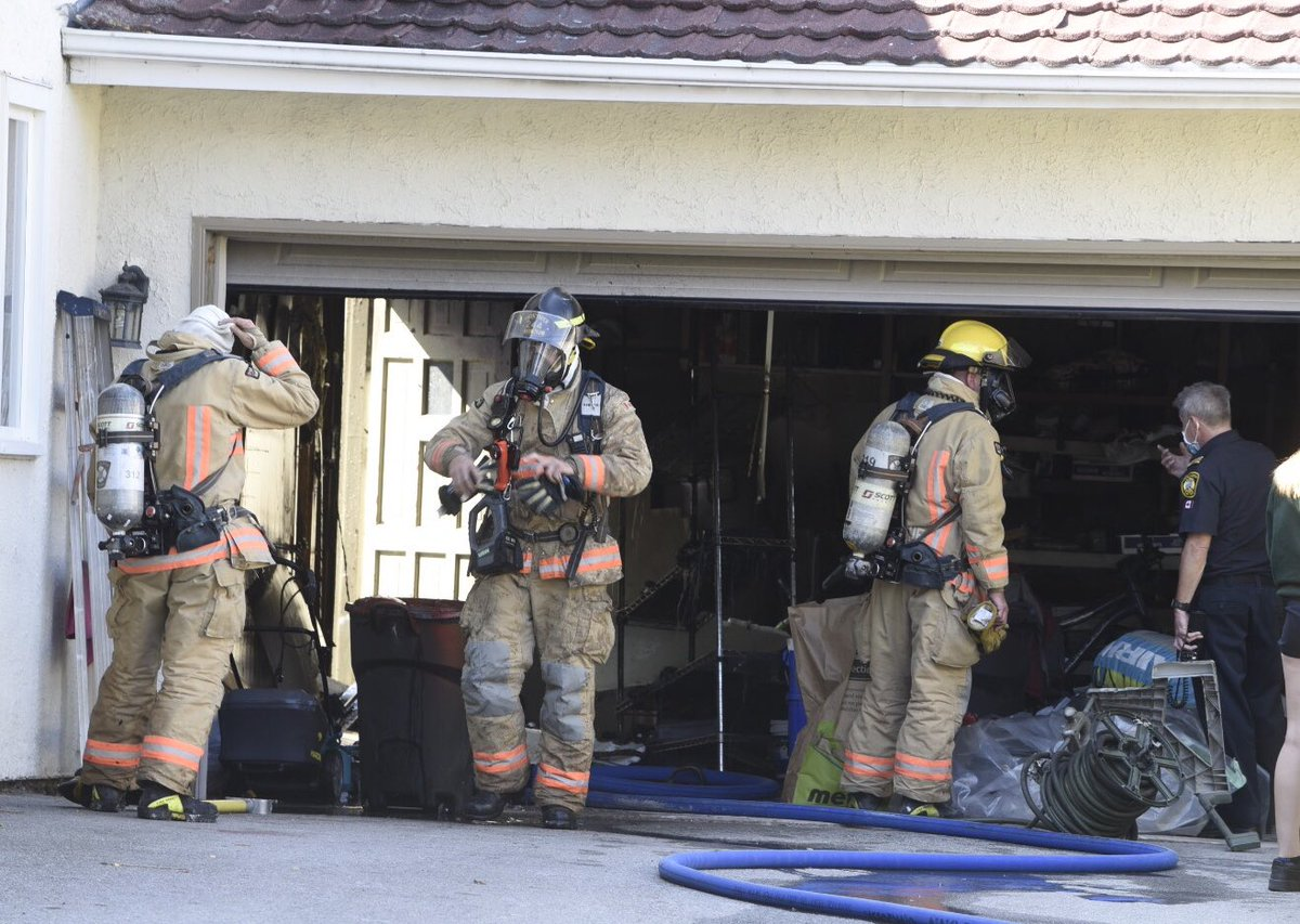 QUICK KNOCKDOWN: @BurlingtonFire fighters made a quick knockdown of a small garage fire - limiting damage & poss extension into the Michael Cres attached home - no injuries. Suspected cause overloaded electrical device. https://t.co/ROAXqgFm4x