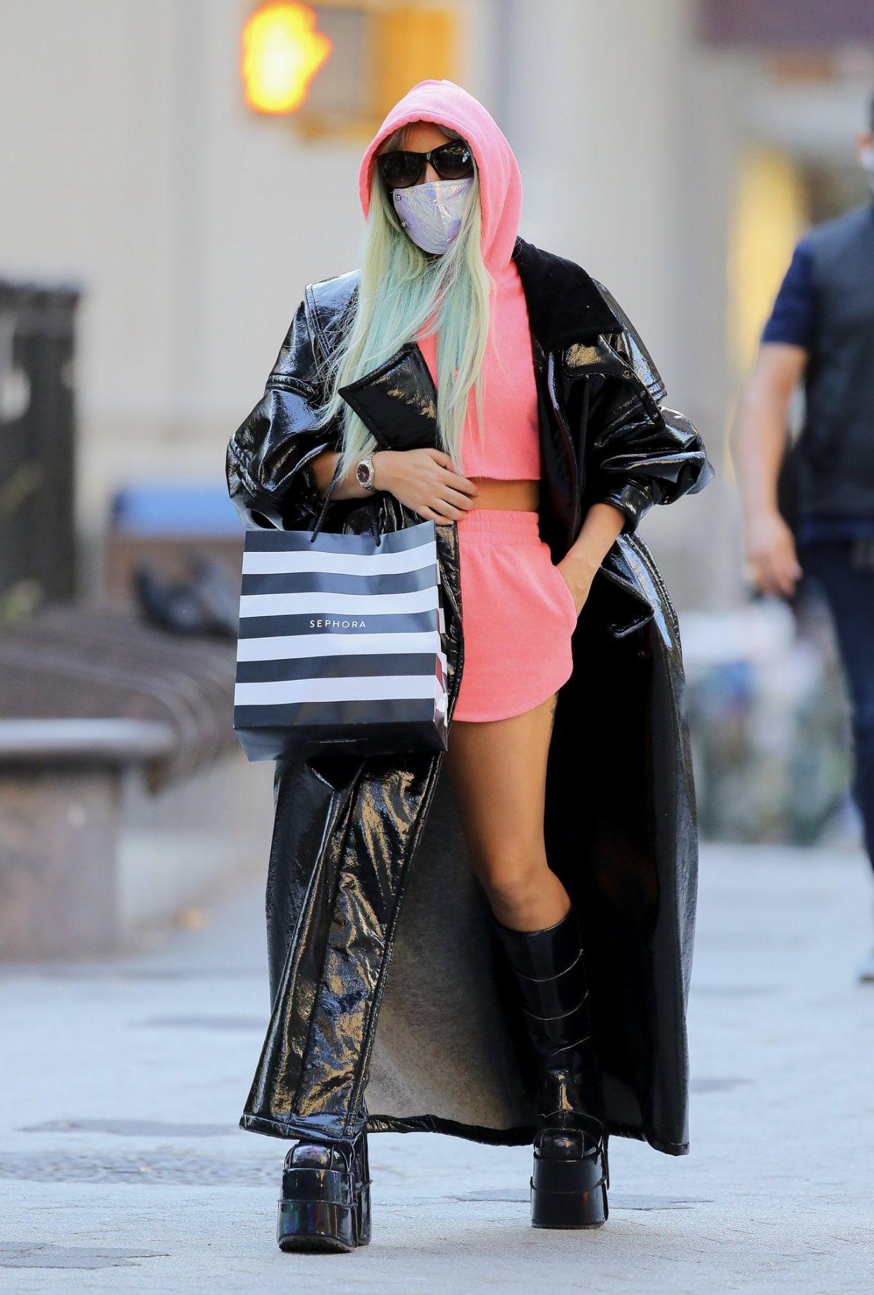 Lady Gaga - Σελίδα 48 EidGbTkXkAM1j_P?format=jpg&name=large