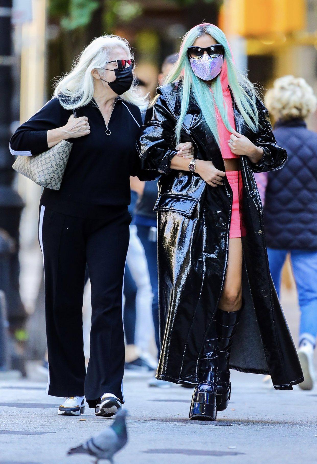 Lady Gaga - Σελίδα 48 EidGbeeX0AE6R6U?format=jpg&name=large