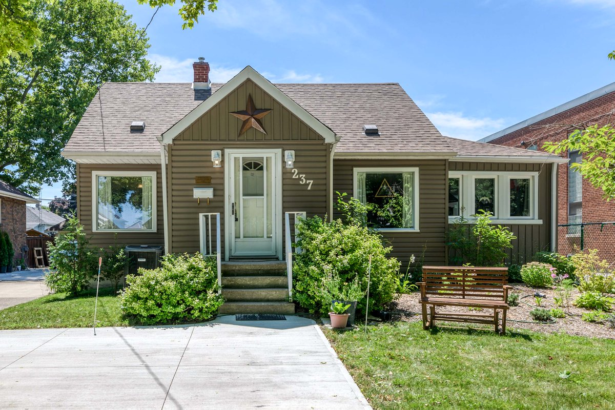 Check out our new listing at https://t.co/7a3gm0PfJr #RealEstate #Sarnia https://t.co/8IV14gsWHC