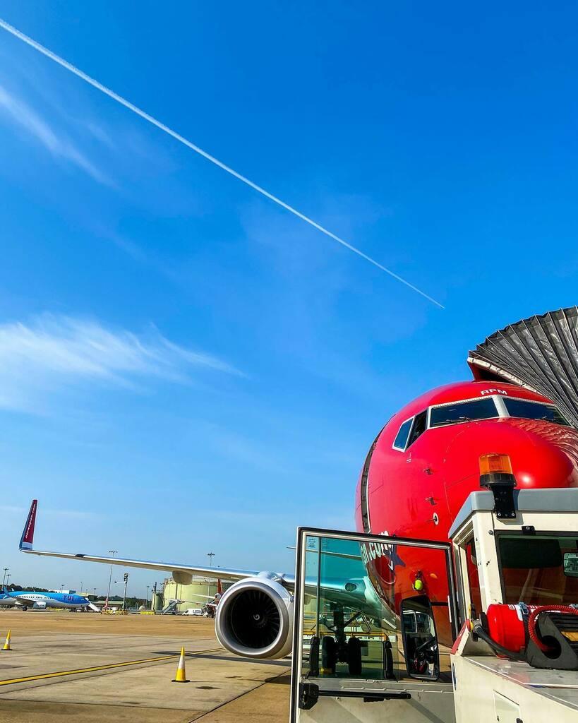 Goodbye summer, hello autumn. 🔺 🔺 🔺 @flynorwegian @gatwickairport #LGW #GatwickAirport #Gatwick #RampLife #AirportLife #AVGeek #Aviation #AviationDaily #InstaPlane #InstaAviation #MegaPlane #B737Lover #B737Fanpage #OwnTheSkies #PlanePics #Airside #Te… https://t.co/txl3LtboYW https://t.co/zpAZulw3eN