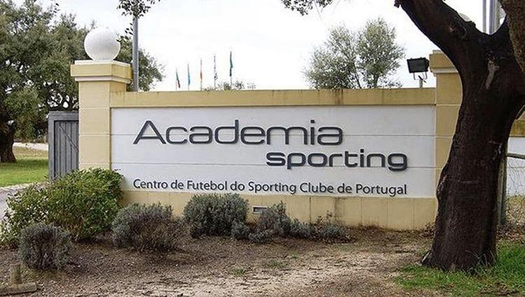 Academia @Cristiano Ronaldo.  Será el nuevo nombre de la Academia del @Sporting_CP, club formador del lusitano y una de las mejores del mundo. Con esto, el equipo de Lisboa, busca inspirar a las nuevas generaciones con el ejemplo de #CR7. https://t.co/7dClsrOHJL