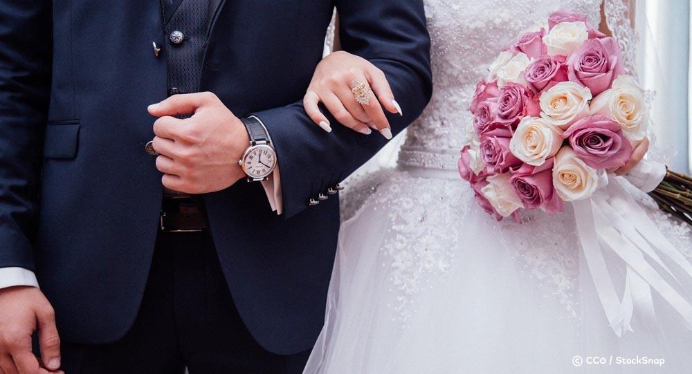 Un mariage qui s'est déroulé près de Lyon a dégénéré en affrontements avec la police accompagnés de jets de projectiles et de tirs de LBD https://t.co/LDfmfGT19w https://t.co/caue2gAH5B