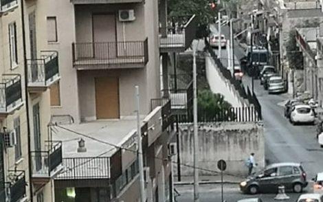 """""""Positivo della Comunità Missione e Carità prende l'autobus e va all'ufficio immigrazione"""" - https://t.co/X7L9IsZdta #blogsicilianotizie"""