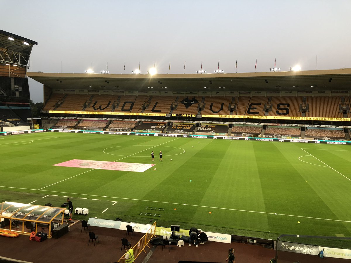 Second live game @bbcwm tonight is at Molineux - @wolves try to follow up their opening win at Sheffield United by repeating last season's terrific victory here over Manchester City. Kick-off 8.15, analysis from @MelEves 95.6FM/Freeview 722/DAB #wolves #wwfc https://t.co/mpxu9f3GTv