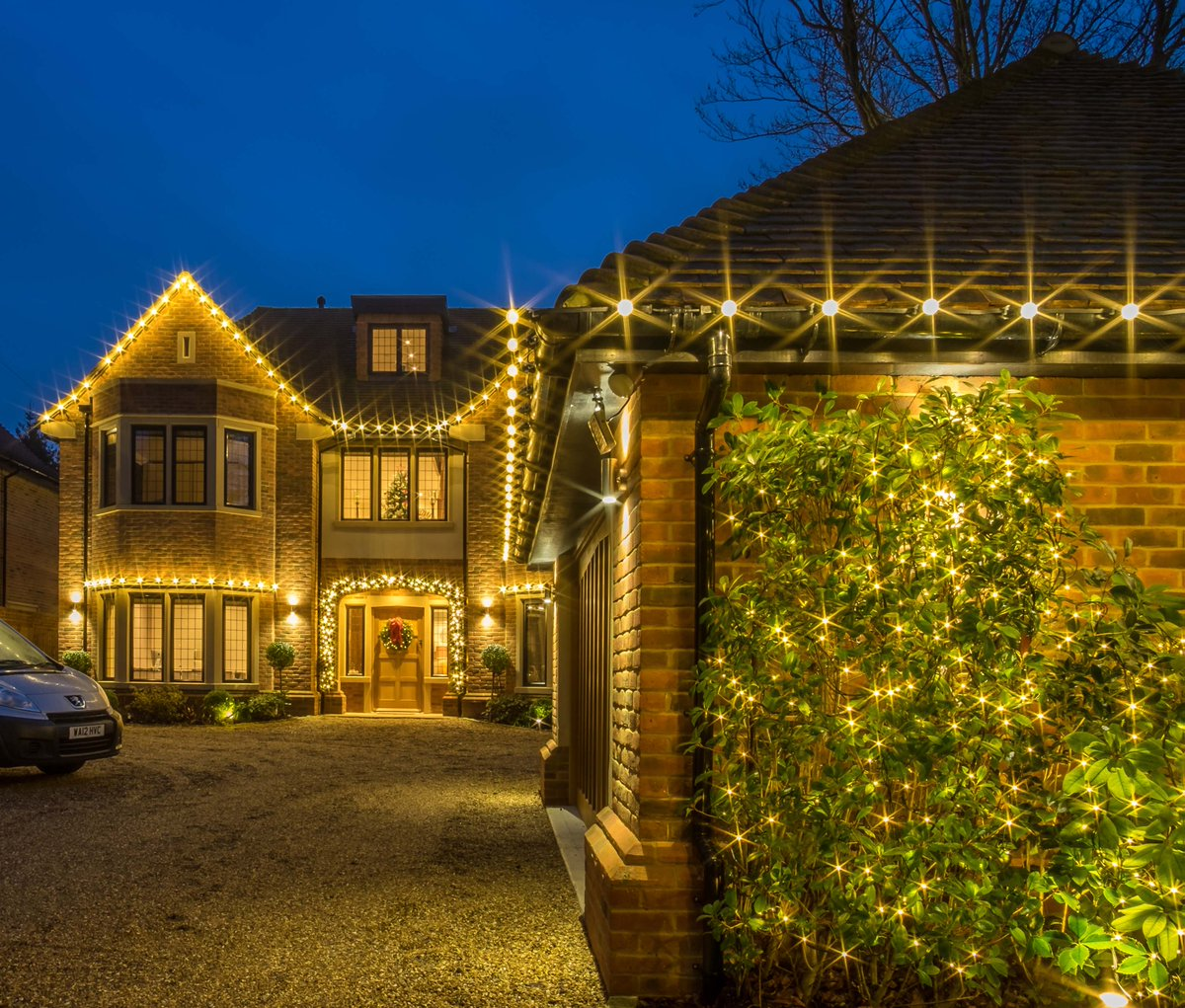 Dazzle your family, guests and neighbours with our wondrous #Christmas #decorations ✨ 🤩  If you would like to take the hassle out of making your #home looking outstanding.   ✉️ richard@thechristmasdecorators.com 📞 01172 050 145  #makechristmasmemorable #makememories… https://t.co/heL1N9q7nv