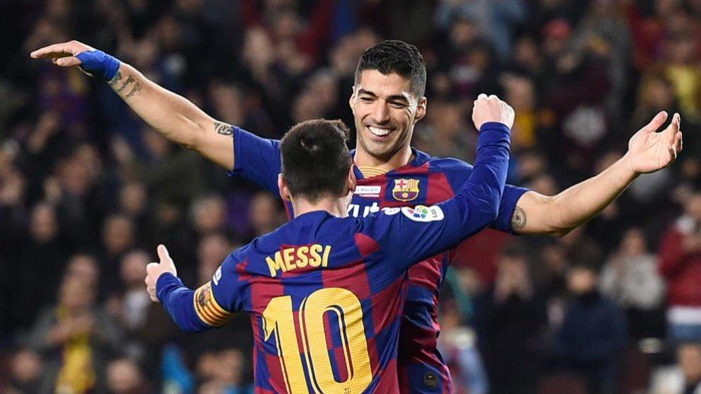 Las ganas de romper el status quo del vestuario y dejar a Messi sin sus amigos lleva a la directiva a firmarle la carta de libertad a Suárez y pagarle parte del contrato para que se marche a un rival directo gratis #FCBlive https://t.co/TEumDTexLC