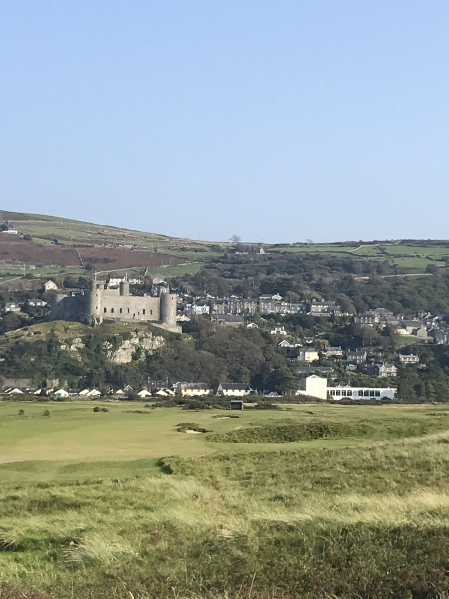 Harlech castle @cadwwales from the beach one way, Snowdonia the other .... #loveWales 🏴