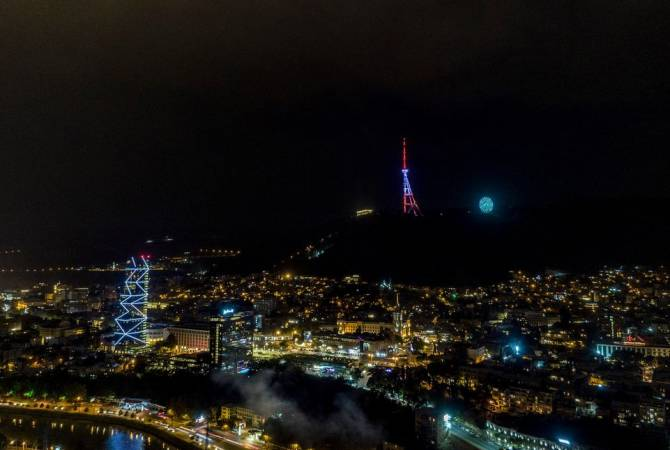 On the occasion of the #IndependenceDay of #Armenia🇦🇲, #Tbilisi🇬🇪 TV tower was lit up in the tricolor of #Armenian flag. We appreciate the efforts of @ArmEmbGeorgia. ❤️💙🧡 #Independence29 https://t.co/6uxA6R7oKv