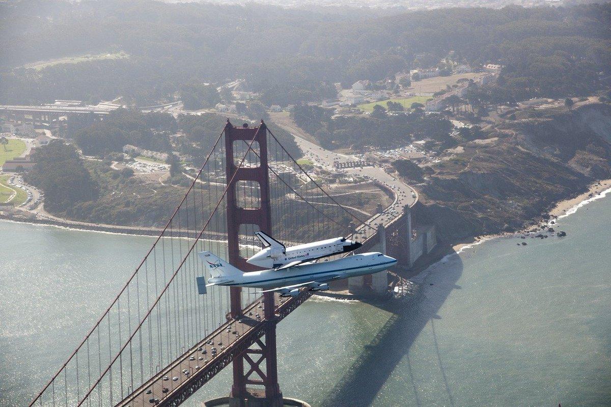 El 21 de septiembre de 2012, el transbordador Endeavour sobrevuela el puente Golden Gate en San Francisco en su vuelo de retiro sobre un 'Shuttle Carrier Aircraft', un avión Boeing 747 modificado de la NASA. Un espectáculo impresionante.  📸: Carla Thomas https://t.co/vGSBSHZvrx https://t.co/g7Xo2H57Yq