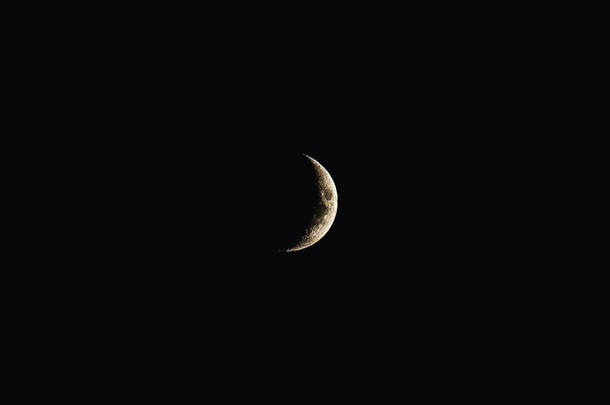 I see the moon, the moon see's me! #moonphotography https://t.co/lvdonePb9m