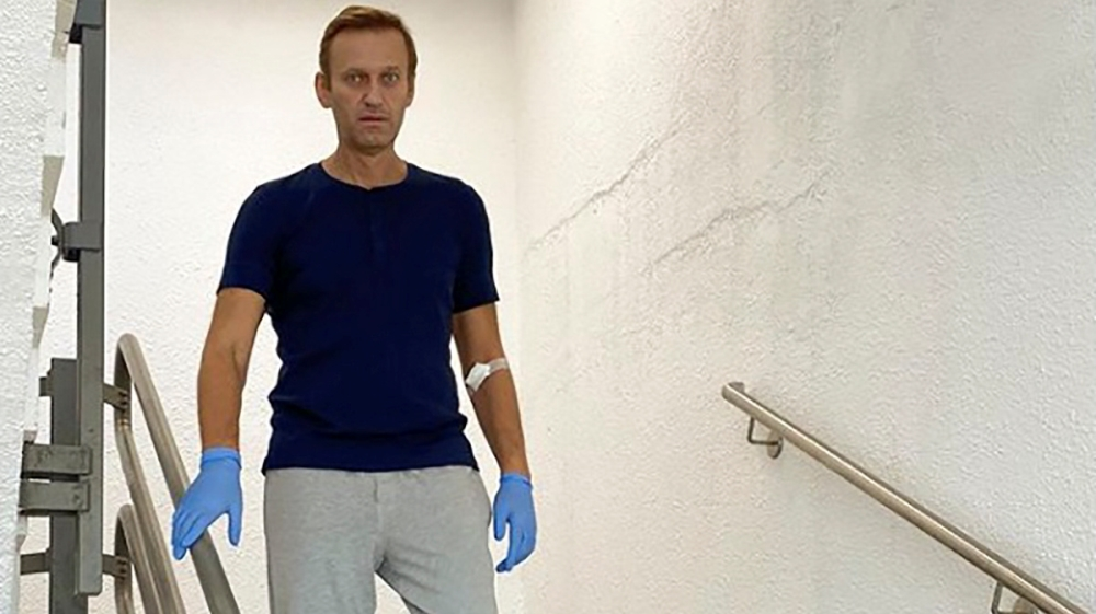 Navalny posts Instagram photo of him walking down stairs: Kremlin critic says he is regaining verbal and physical abilities after treatment for suspected nerve agent poisoning. https://t.co/PSNle5z0SS https://t.co/5jrtjCASOa