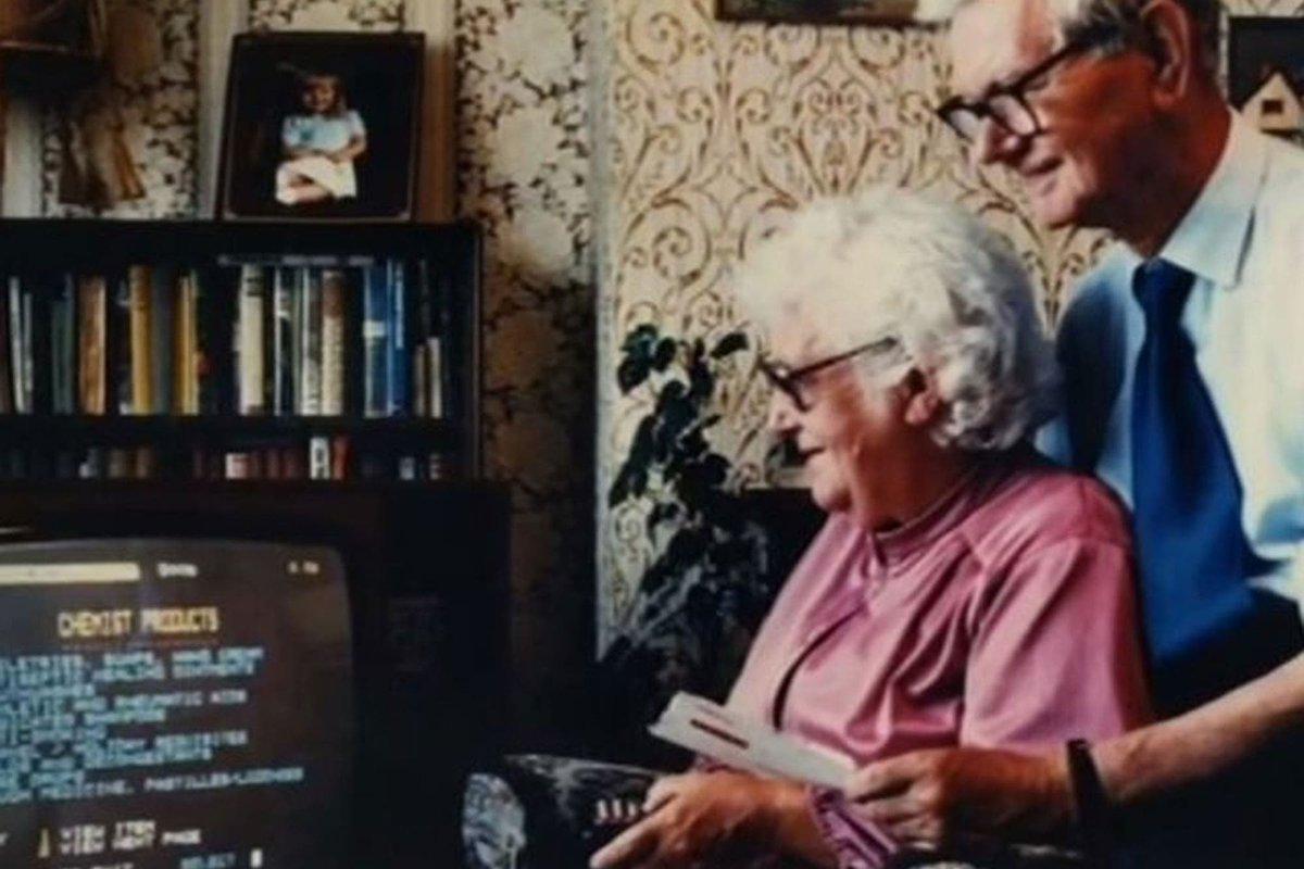 Con un control remoto y un televisor: la curiosa manera en la que nació el comercio electrónico https://t.co/nPXX5UNxNd https://t.co/Kzm31MNEkc