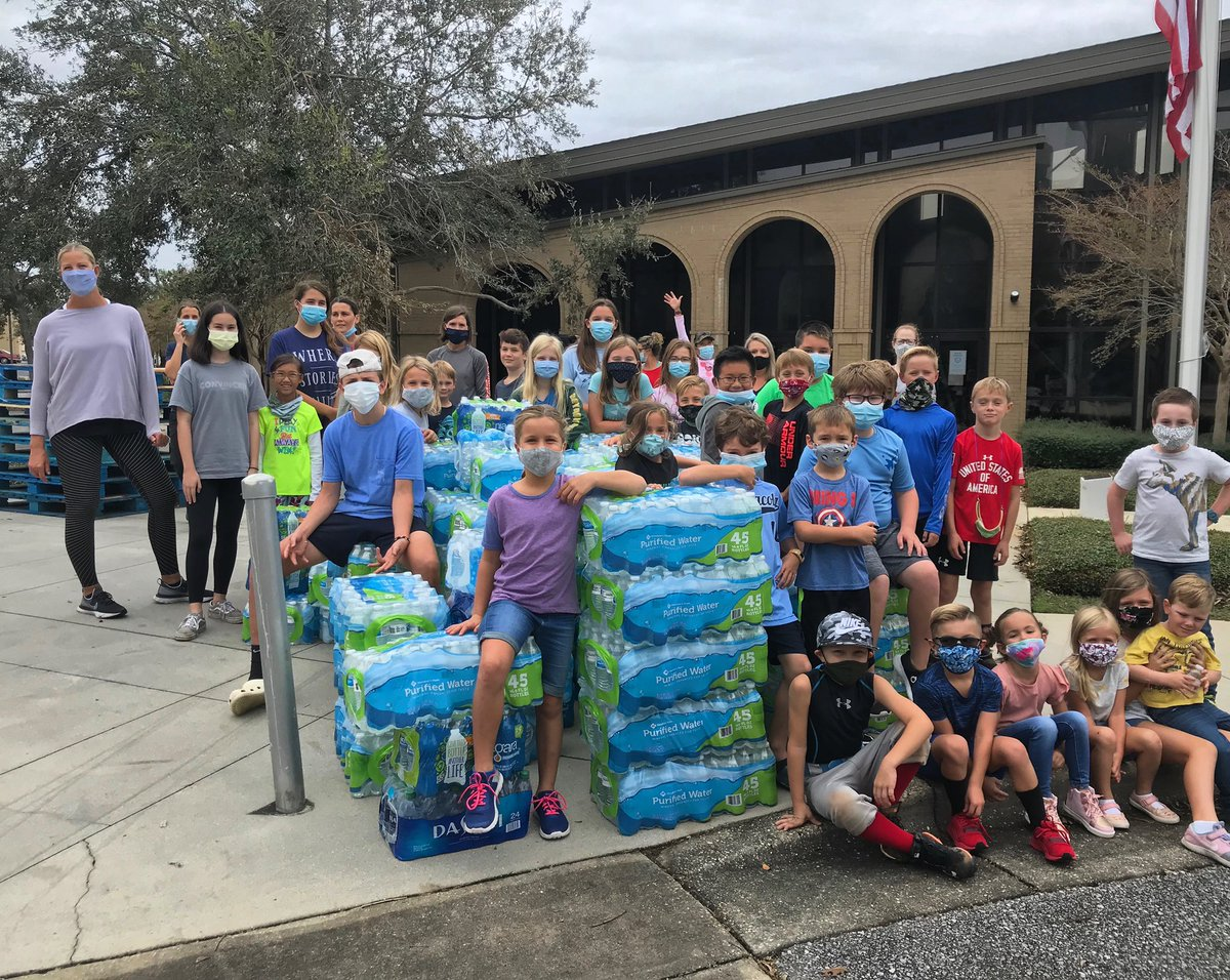 Spending the afternoon passing out water to people in need and showing our kids what it means to serve your community. @FBCPensacola #PensacolaStrong #HurricaneSally https://t.co/CxypnvnXJe