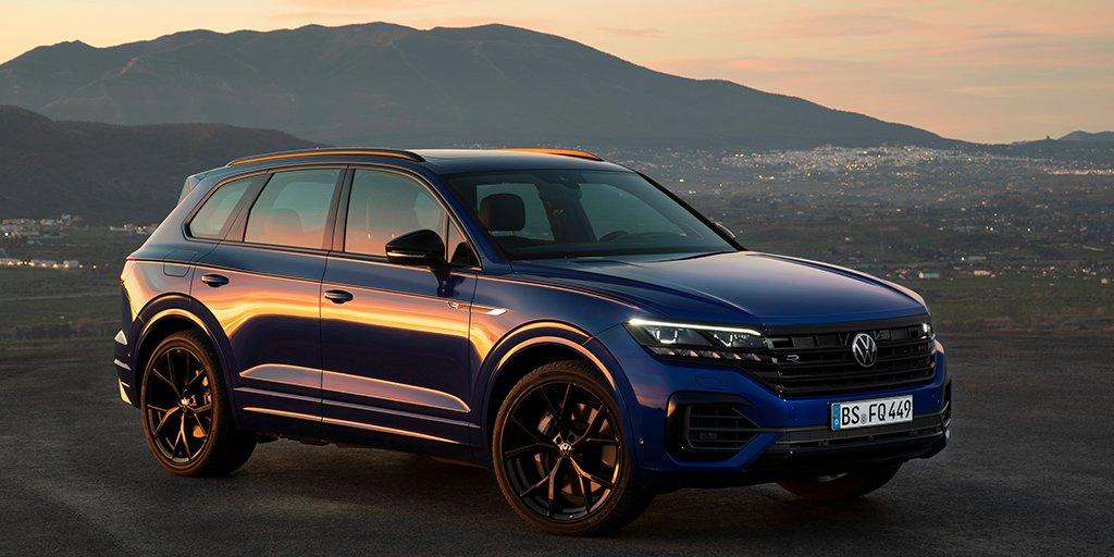 Ahora el #VWTouareg viene con más energía que nunca 💪. ¿Tienes ganas de conducir su versión híbrida enchufable? #VW #Volkswagen https://t.co/3WOKmNPXMP