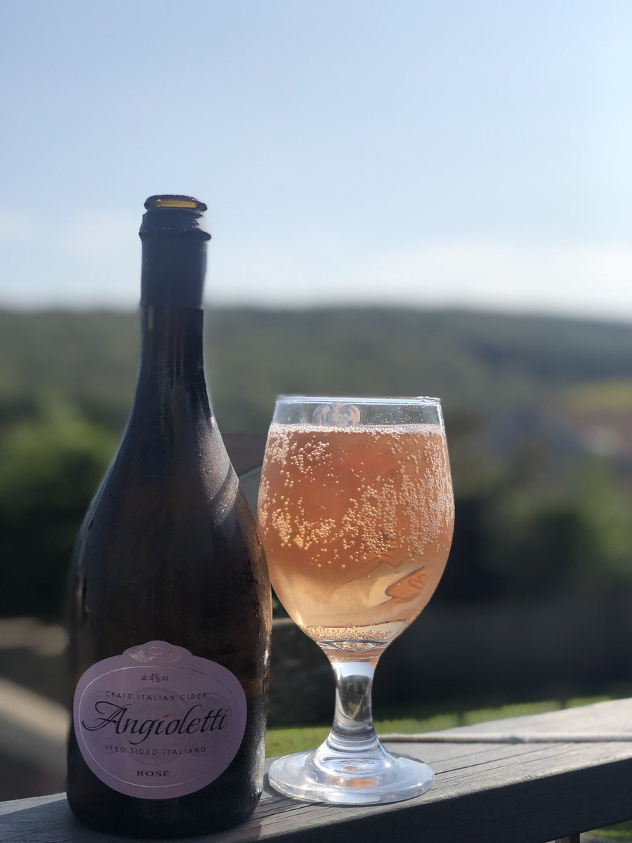 Rose cider #cider #chilled #bubbles https://t.co/PkQSSrj5Or