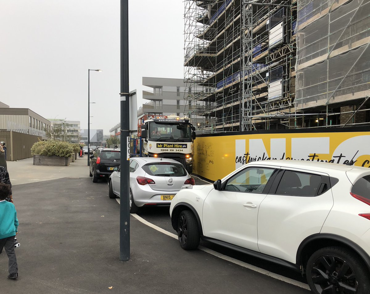 School drop off. HGV. Idling car. Pavement parking. Wish this was a #schoolStreet @jonburkeUK @MarkforParks https://t.co/ymj3BYDXwW