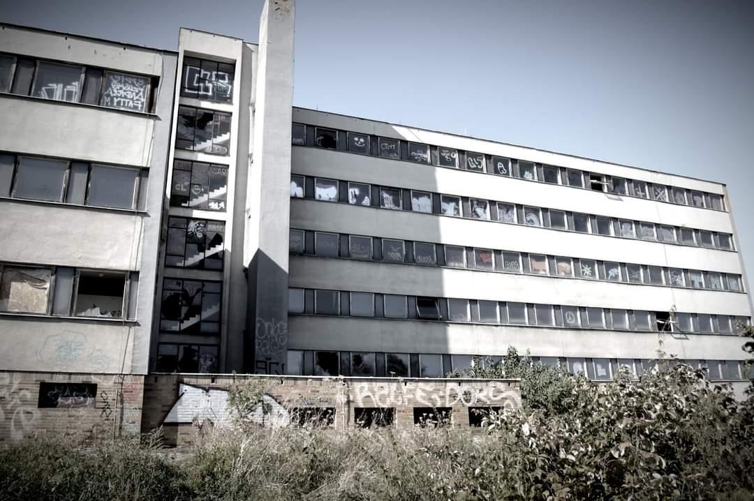 Návštěva opuštěné nemocnice nedaleko Prahy. #urbex #hospital #psycho #creepy https://t.co/4J8hGEooby