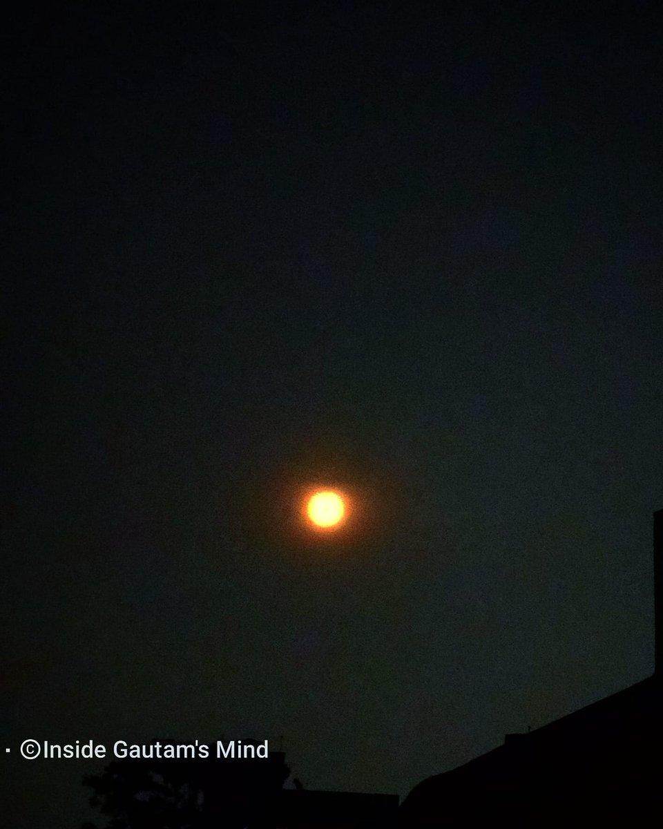Flashback to the Moon. #photo #photograph #photographs #photography #night #nightphotography #nightsky #moon #moonlight #moonphotography #saturn #nightskyphotography #moonphoto #moonshot #blackandwhite #nationalgeographic #natgeo #natgeotravel #natgeoyourshot #natgeoshots #nature https://t.co/14sEHNH82l