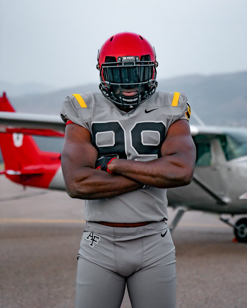 Alright Falcon Nation, what do you think of the Red Tails uniform? 😍 https://t.co/WQlTZOhkDu
