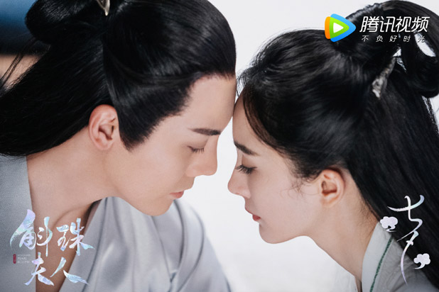 New stills for #NovolandPearlEclipse with #YangMi and #WilliamChan as the drama wrapped up filming  New stills & BTS video @ ==> https://t.co/dCd0HDqfG6  #Cdrama #斛珠夫人 #杨幂 #陈伟霆 #XuKaiCheng #HuangJunJie https://t.co/t9FMZO3jFV