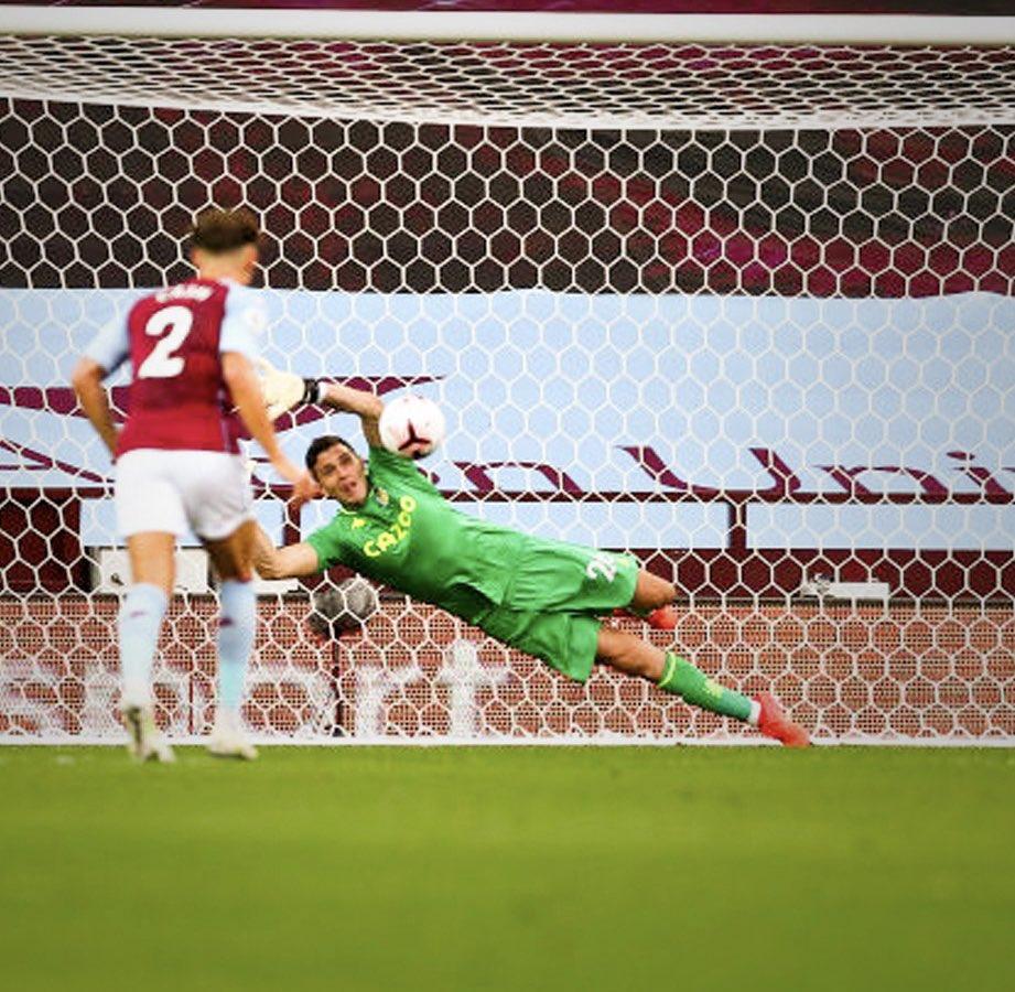 Amazing debut at Villa Park , Thank you for making me feel so welcome Increíble debut en el Villa Park 🇦🇷❤️ @AVFCOfficial https://t.co/M8vFbVsHP1