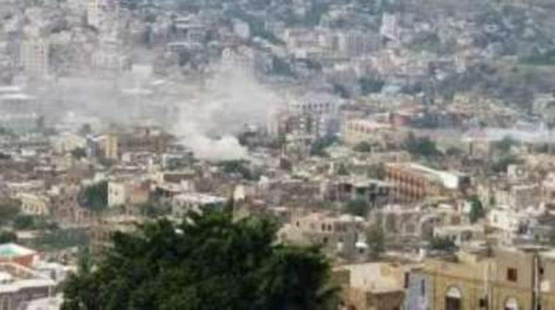 مقتل امرأة وإصابة 11 مدنيًا في قصف حوثي استهدف الأحياء السكنية شرق #تعز.  https://t.co/m6g7EWOcgT https://t.co/QTAypqbawV